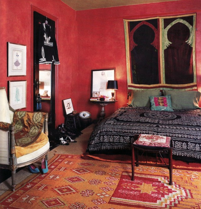 Adorable-red-bold-whimsical-bohemian-style-bedroom-with-black-bohemian-bed-cover-and-orange-red-carpet-overhaul-bedroom-with-bohemian-style (1)
